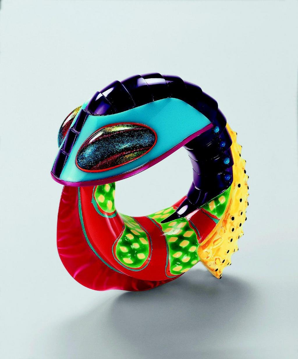 Bangle | Acrylic, polyester | Peter Chang, Glasgow, 1998 | (c) SMP, Phot Rüdiger Flöter